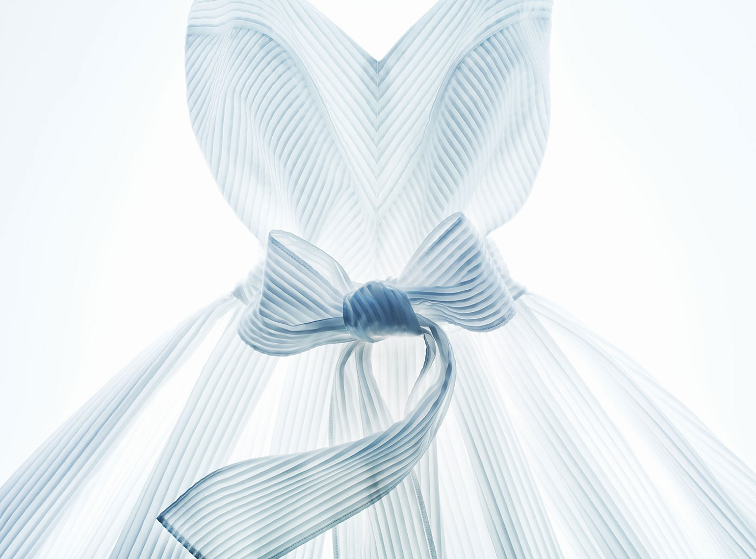 Seams_WhiteDress_APF.jpg